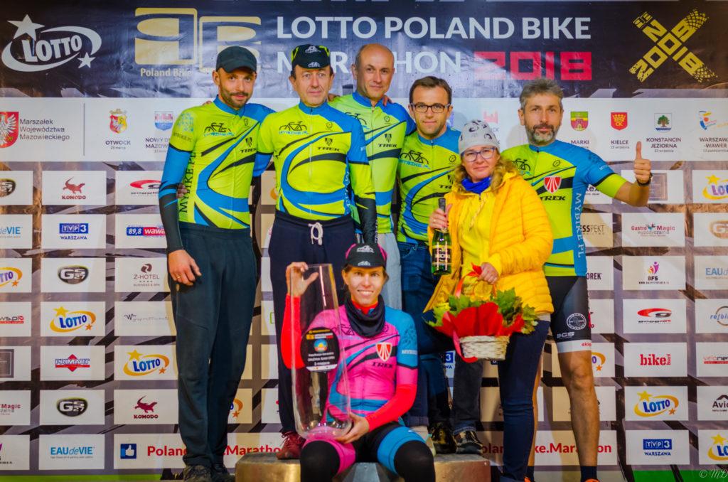 Poland Bike Marathon w Wawrze - MyBike.pl MTB Team po dekoracji drużynowej